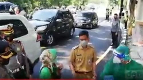 Gibran Debat dengan Seorang Dosen di Jalanan, Ujungnya Tak Terduga