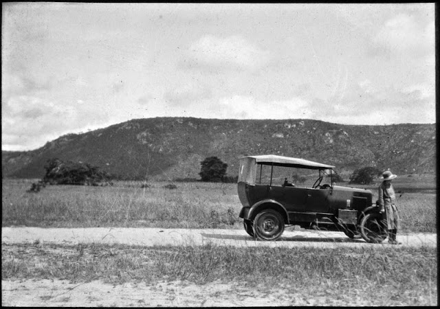 Travel by car East Africa 1920s. E.O. Teale Collection