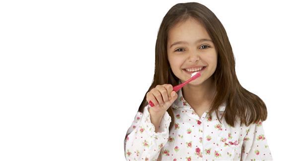 تنظيف الأسنان يقلل نسبة البكتريا في الفم و تمنع الالتهاب الرئوي !