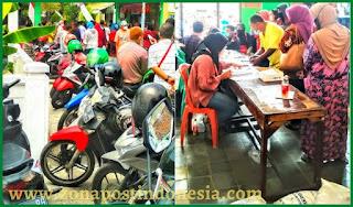 Pembagian Bantuan Beras 10 Kg di Kelurahan Sawunggaling, Timbulkan Kerumunan Warga