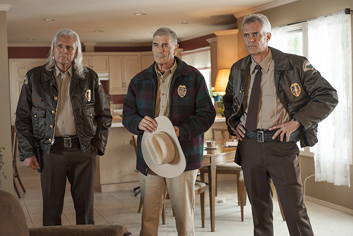 Hawk, Frank Truman y Bobby Briggs visitan a Betty Briggs en el episodio 9 de Twin Peaks 2017, de David Lynch y Mark Frost, en Showtime y Movistar+