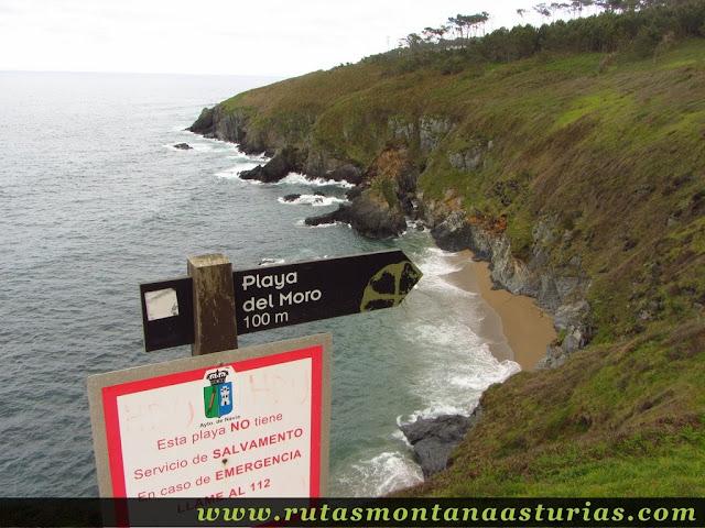 Desvío a la playa del Moro en Navia