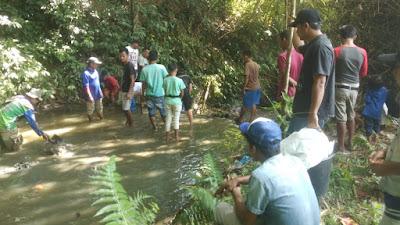 Warga Jorong Pangkua Kaciak  Bongkar Ikan Larangan di Sepanjang Bandar Koto Tuo
