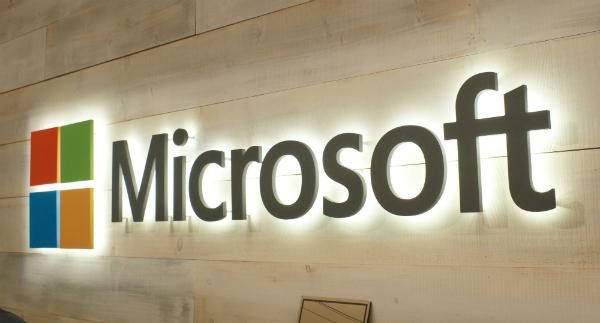 بالصورة: هذا ما تستعد مايكروسوفت لكشفه بشأن جهاز سيرفس