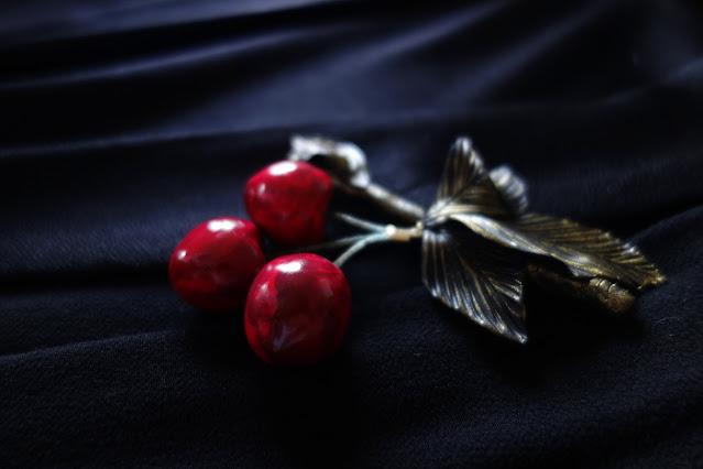 Précieuses Cerises - Broche de cerises n°2 - Delphine R2M pour La Fille du Consul