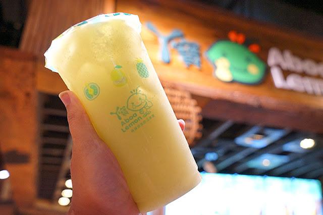 熱血採訪│桃園知名飲料店阿寶檸檬首度進軍台中大遠百!開幕期間三款限量500杯飲料嚐鮮價只要10元,還有打卡免費送樂見檸檬