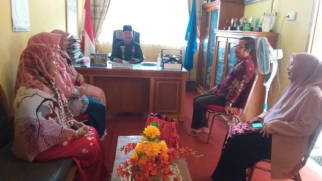 Rapat awal lebaran unsur pimpinan d ruang Kepala Sekolah SMAN 1 Sungai Beremas