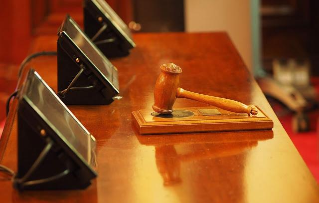 النمسا,منع,قاضية,متدربة,مسلمة,من,الجلوس,بجانب,القضاة
