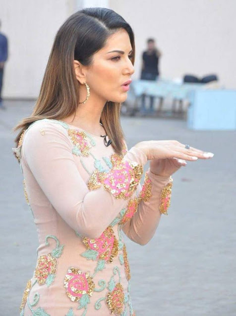 Bollywood Actress Sunny Leone Latest Cute Stills Actress Trend