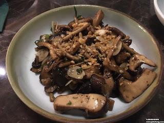 蒜香炒野菇