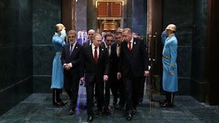 Όταν ο Πούτιν πήγε στο Παλάτι του Σουλτάνου: Τα ερωτήματα περισσότερα από τις απαντήσεις