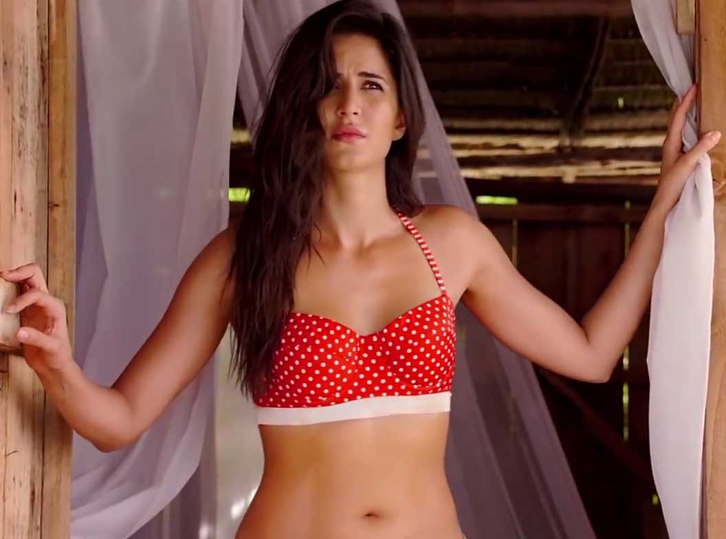 Sexy Katrina Kaif in Bikini shows her navel