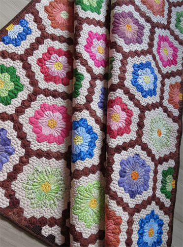 How to finish the edge of Hexagon Quilts