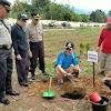 Bupati Adirozal Ajak Masyarakat Kerinci Ikut Menanam Pohon