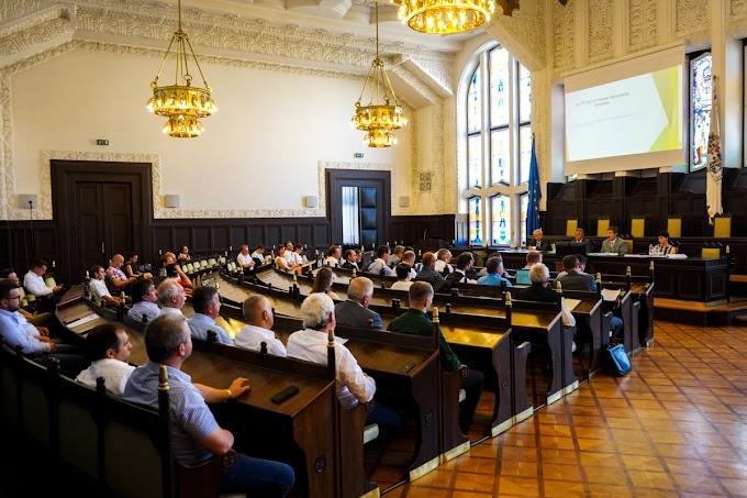 Végre összeülhetett a megyei közgyűlés: Július 9-én néhány különösen kiemelt témában is döntött a testület