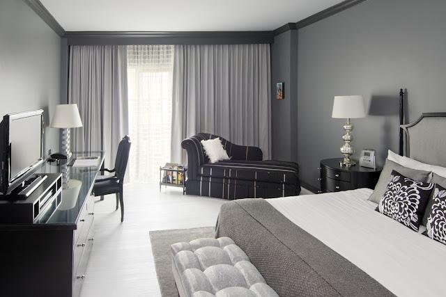 غرف نوم ذات لون رمادي فاتح