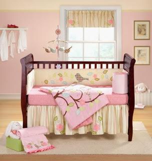 Cuarto de bebé marrón rosa