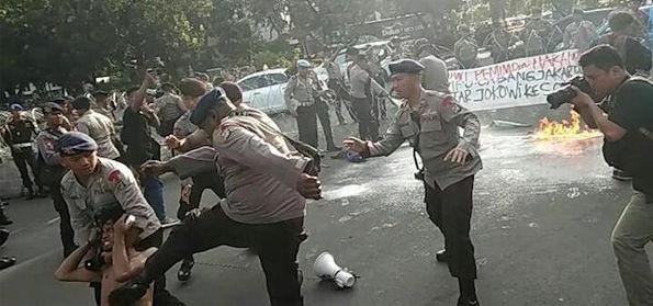 Tindakan Brutal Aparat pada Demonstran HMI di Depan Istana, Prabowo: Reformasi Gagal!