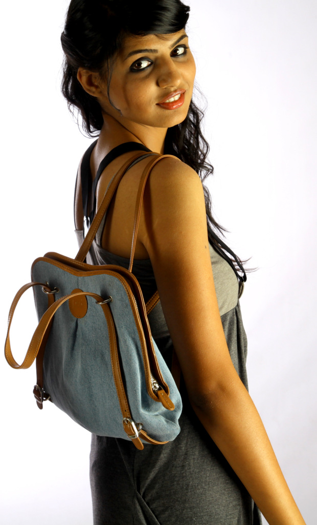 convertible shoulder-backpack