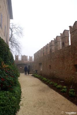 Camminamento lungo il perimetro interno della Rocca