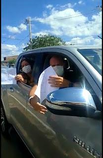 Dr. Wellington após vencer covid  recebe alta e é recepcionado por populares na entrada da cidade de Guarabira.