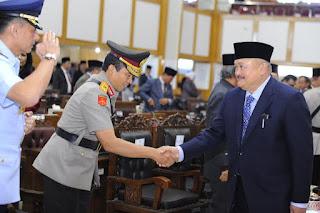 Gubernur dan DPRD Mendengarkan Pidato Kepresidenan