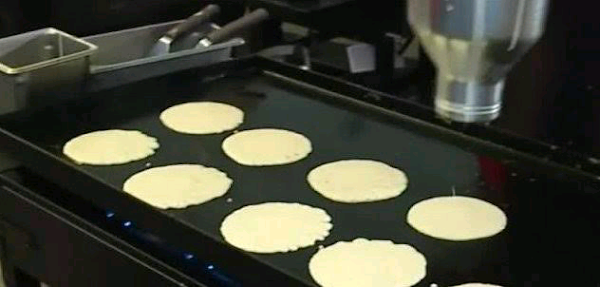 Grocery chain cooks up 13,000 pancakes for Guinness World Record