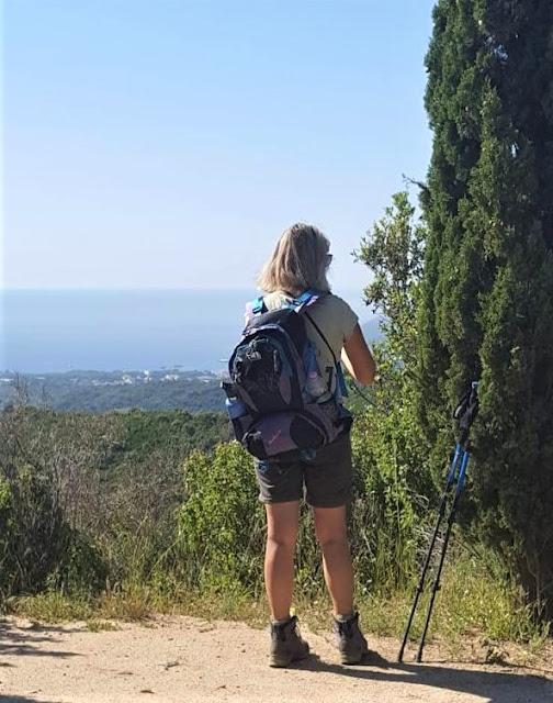 attrezzatura da trekking per la gte elbana