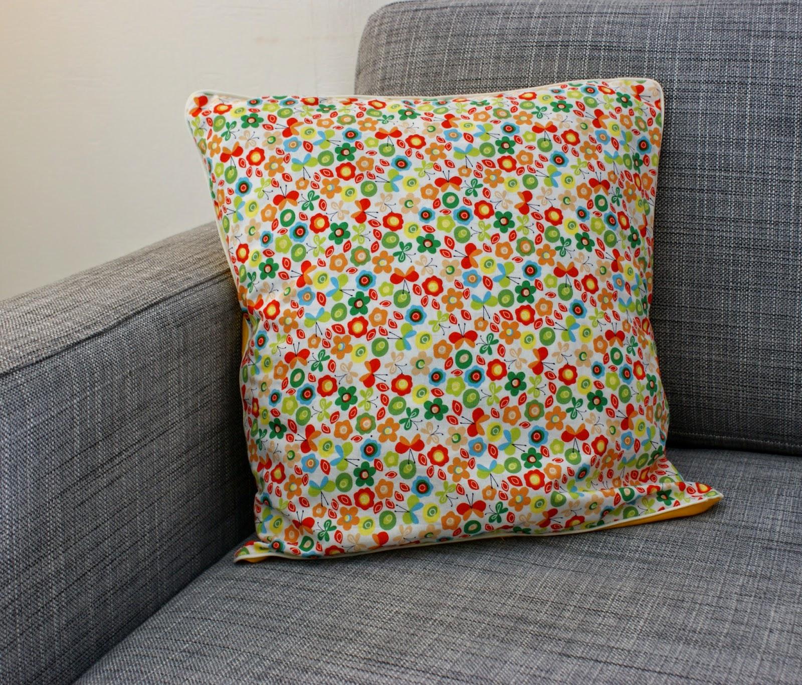 oudelali coussin fleuri. Black Bedroom Furniture Sets. Home Design Ideas