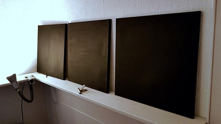 drei Keilrahmen mit schwarzer Magnet-Tafelfarbe gestrichen, selbstgemacht
