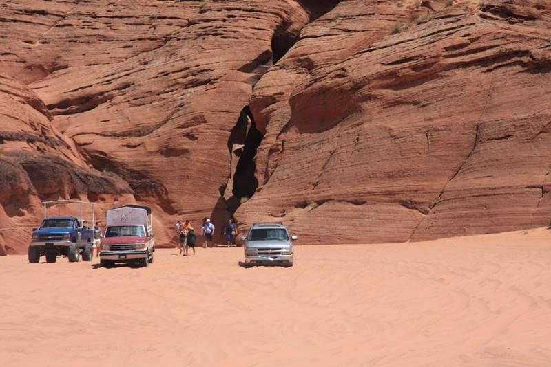 Машины у Каньона Антилопы в США, Аризона