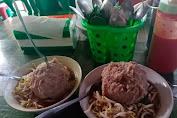 Bakso Mang Ayud Cisewu, Kuliner Legendaris di Garsel