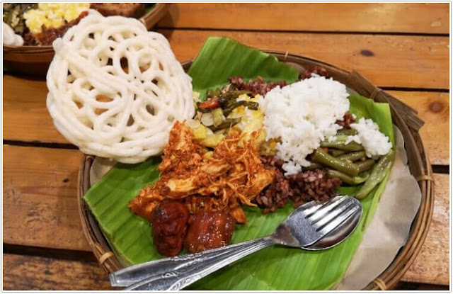 Sego Bungkus Bu Poer;10 Top Kuliner Banyuwangi