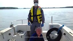 Marinar scos din apa fluviului Dunărea de poliţiştii de frontieră doljeni