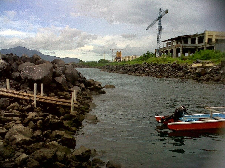 Pengaruh Reklamasi Pantai Manado Terhadap Berubahnya Gelombang Laut dan Ekosistem Pantai Manado