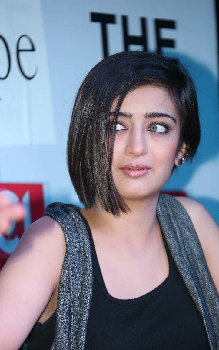 Beautiful Telugu Girl Akshara Haasan Smiling Face Close Up Photos
