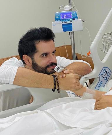 """Manny Cruz: """"El mejor regalo de cumpleaños que Dios me pudo dar hoy, estar junto a mi esposa y ver su mejoría diaria"""""""