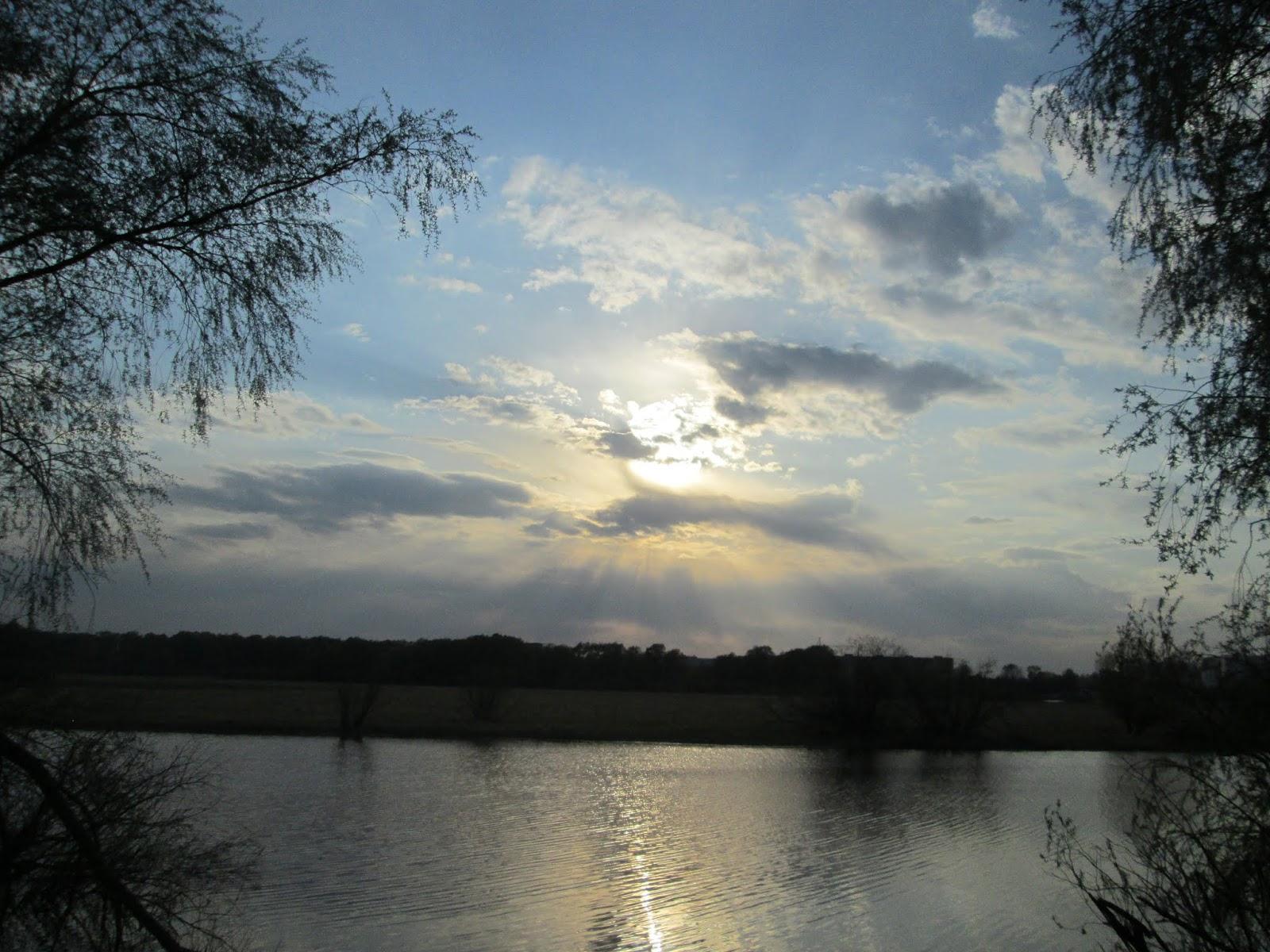 Лучи солнца сквозь облака