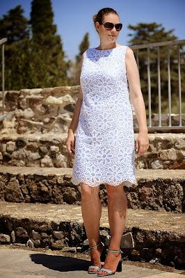 seaofteal.blogspot.de/2014/10/odeon-louis-vuitton-lace-dress.html