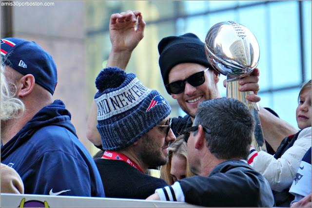 Tom Brady y su Hija en el Desfile de los Patriots por la Celebración de la Super Bowl LIII