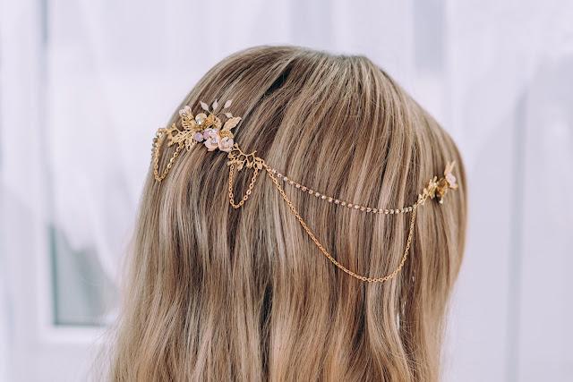 Złoty, kaskadowy grzebień ślubny z łańcuszkami
