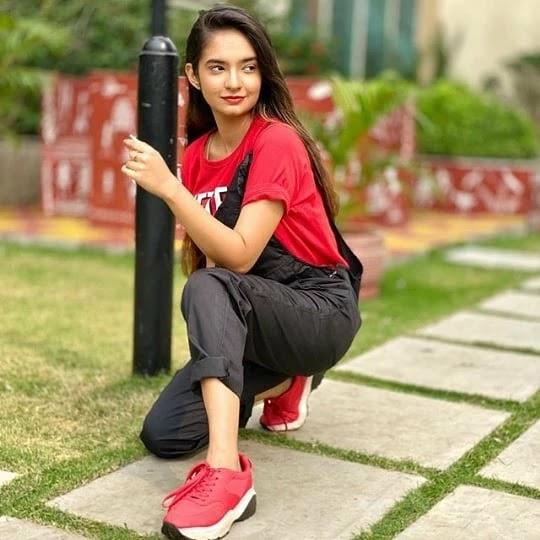 Anushka-Sen-red-top-HD-photo-getpics