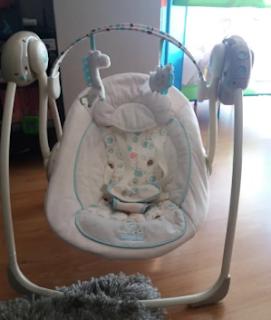 Foto de un columpio automático para bebés