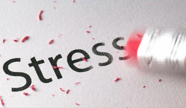 Πως το stress επιδρά στο στόμα και τα δόντια σας;