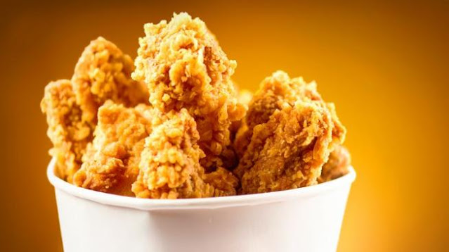 Gegara Sisakan Kulit Ayam Goreng, Pria Ini Malah Alami Hal Tak Terduga