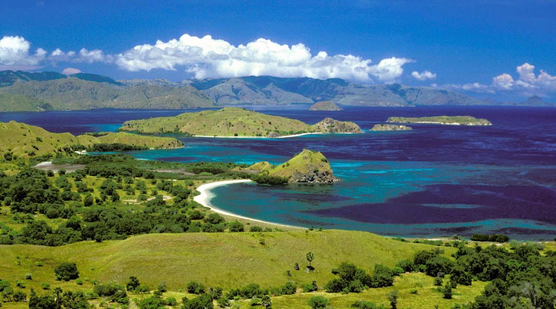 wisata indonesia unik pulau komodo awam