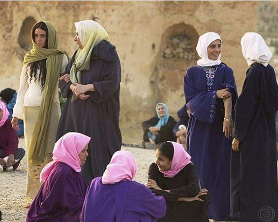 Jade e soraide entre outras mulheres no Marrocos