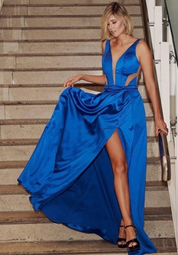 vestido longo azul bic fluido com fenda