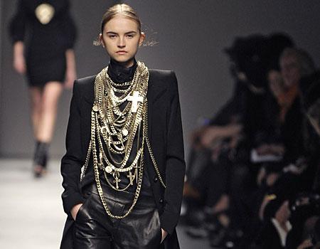 2b5acdbb1b20 Fashion  The Latest Trend of Gothic Clothing