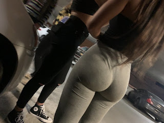 Chica nalgona calzas pegadas